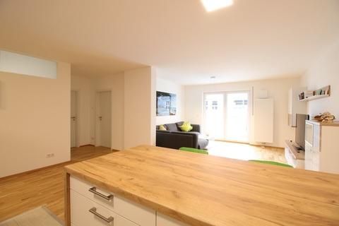 Blick in den Wohnbereich Neuwertige 4-Zimmerwohung in Bestlage