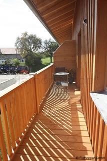 Bild 12 FLATHOPPER.de - 1,5 Zimmer-Galerie-Wohnung im Holzhaus mit Balkon -  bei Otterfing