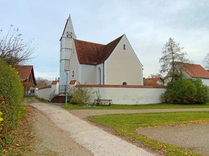 Kirche Untermühlhausen Idyllisches Grundstück für das selbstgenutzte Eigenheim<br /> zur Bebauung für ortsansässige Penzinger