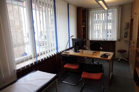 Behandlungsraum (1.OG) Helle Praxis- od. Büroräume im Zentrum, 290m² Nutzfl. über 2 Etagen, Dachterrasse, ab 1.1.2022 frei!