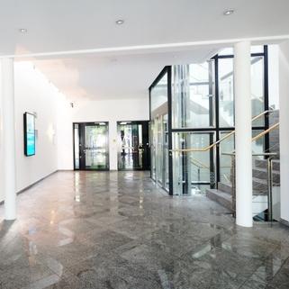 Foyer3 Klassisches Bürogebäude ... Perfekte Büros mit guter Verkehrsanbindung