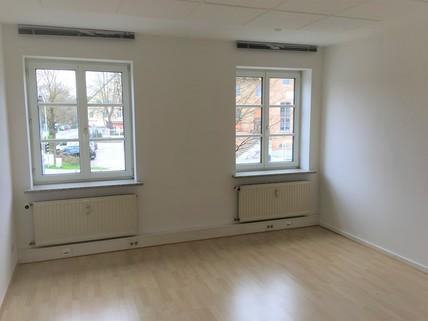 Zimmer zur Hausfront Büroetage in zentraler Lage in Aschheim bei München - Teilung möglich