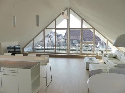 Bild 1 FLATHOPPER.de - Exklusive, lichtdurchflutete 3,5-Zimmer-Dachgeschoss-Wohnung mit Dachterrasse in St