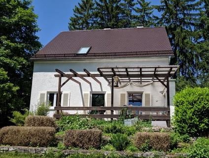 Blick auf die Terrasse Gräfelfing: Schönes EFH zu vermieten - ruhige Lage mit großem Garten