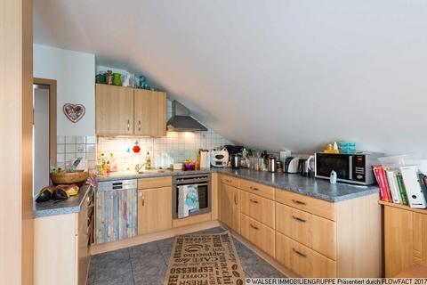 Küche WALSER: Seltene Gelegenheit: Außergewöhnliche 3-Zimmer-Dachgeschoß-Wohnung im Zweifamilienhaus