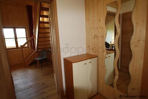 Bild 10 FLATHOPPER.de - 1,5 Zimmer-Galerie-Wohnung im Holzhaus mit Balkon -  bei Otterfing