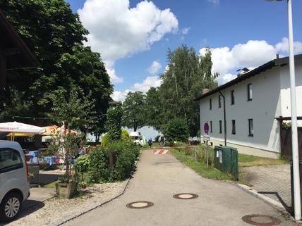 vom Grundstück zum See Wohnen am Wörthsee mit Seeblick, ca. 500 m² Grundstück mit Bestand