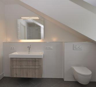 Ausstattungsmuster Badezimmer Premium 3 Zi. DG-Wohnung mit ca. 109m² Wfl, grosser Dachterrasse und 2x TG-Platz. Nur 2 Min. zur A9.