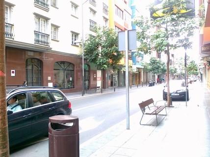 N44080103_mvc-001f.jpg Geschäftsraum in Leon und Castillo.