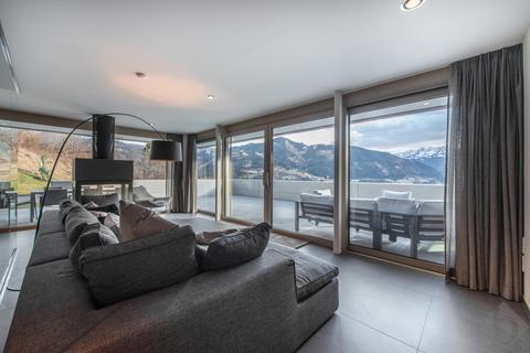 Wohnbereich mit Panoramablick ©Michael_Werlberger_low-6069 MODERN ALPINE - BEEINDRUCKENDE DESIGN-LIEGENSCHAFT IN ZELL AM SEE