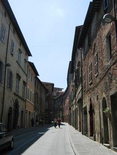 Straßenansicht FRÜHLINGSPREIS: SLOW Città - Umbrien - Wohnen im mittelalterlichem Haus