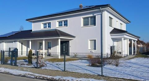 Bild 1 Neuwertige Villa mit exklusiver Ausstattung