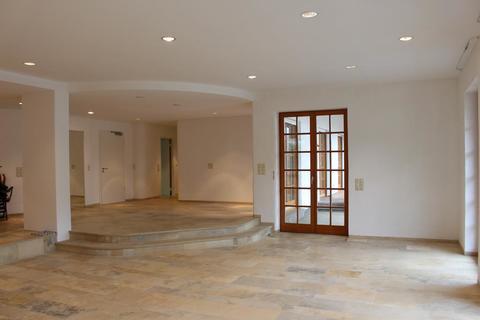 Wohnzimmer EG VILLENWOHNUNG mit dem Schlüssel zum See. <br /> Mit beheiztem Außenschwimmbecken in 82319 Starnberg