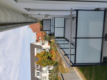 Beispiel Balkone Erstbezug: 1,5-Zi-Wohnung 1. OG, Balkon + Marken-Einbauküche!
