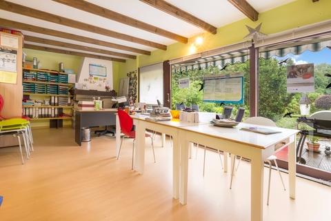 Wintergarten Gepflegtes Fachwerkanwesen mit Privatsee und Nebengebäuden
