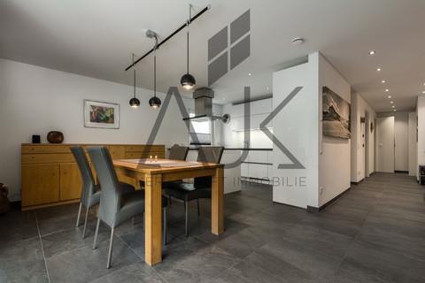 Wohnen und Kochen Exklusive 3,5 Zimmer Gartenwohnung mit Souterain, Sauna und Privatgarten verkauft.