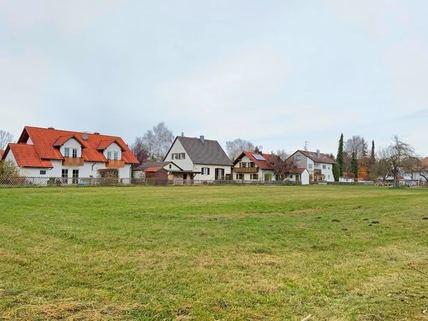 Blick nach Norden aufs Feld Idyllisches Grundstück für das selbstgenutzte Eigenheim<br /> zur Bebauung für ortsansässige Penzinger