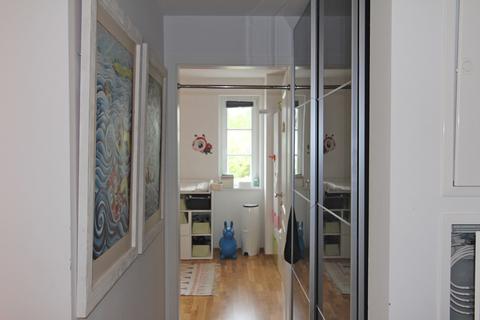 Flur zum Kinder-/Gästezimmer Helle, neuwertige 3-Zimmer-Wohnung mit Balkon in ruhiger Lage von Harlaching