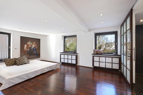 Schlafzimmer Modernes Familiendomizil mit ca. 269 m² und Traumgarten