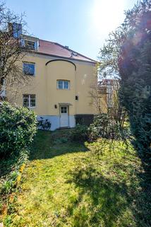 Gartenansicht Dreifamilienhaus von 1936 mit viel Potential
