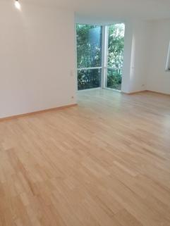 Wohnzimmer Maisonettewohnung mit Gartenanteil, Terrasse, Balkon u. TG-Stellplatz in ruhiger Lage, Obermenzing
