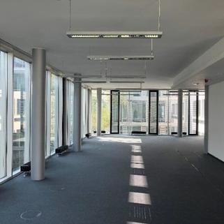 Innen3 Büros mit Transparenz und Blick in begrünte Innenhöfe
