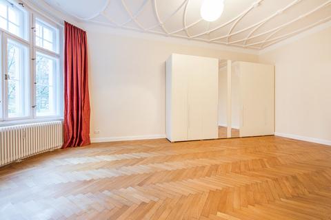 Schlafzimmer Herrschaftliche 5-Zimmer-Altbauwohnung mit Kamin und Südbalkon