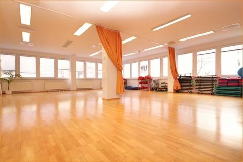 Das Fitnessstudio Lukratives Gewerbeimmobilien-Rendite-Paket (Fitness-Studio, Solarium, Geburtshaus) in HRO zu kaufen!