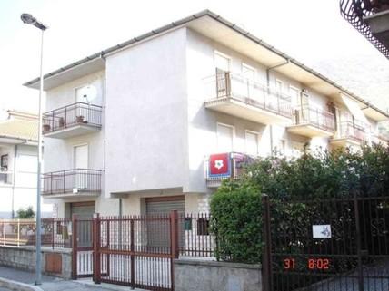PI0431_mvc-001f.jpg Haus mit 4 Whg zw. Rom und Neapel