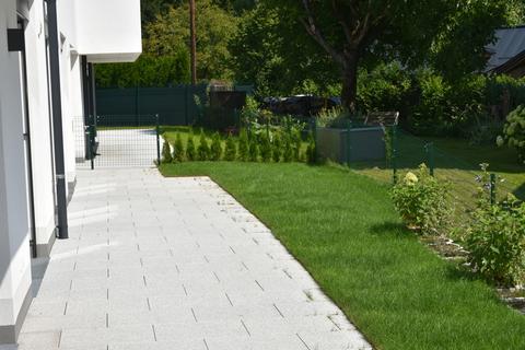 Terrassenbereich mit Garten Eleganter Minimalismus!<br /> <br /> 4-Zimmer-Gartenwohnung <br /> in modernem Architektur-Ensemble