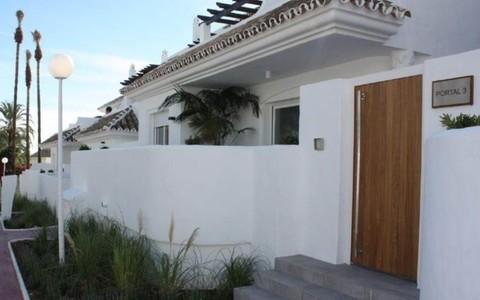 N54950016_mvc-001f.jpg Komplett renovierte Wohnung im Herzen von Nueva Andalucia