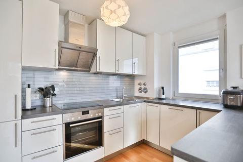 Einbauküche **Helle und moderne 3 - Zimmer - Wohnung mit sonnigem Balkon zum Wohlfühlen**