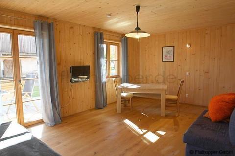 Bild 1 FLATHOPPER.de - Gemütliches Apartment mit  Terrasse im Holzhaus - Baiernrain bei Otterfing