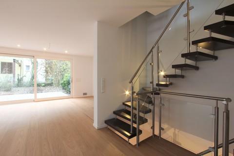 Treppe Neuwertige, sonnige Doppelhaushälfte mit Südterrasse in wunderschöner Isarhochuferlage