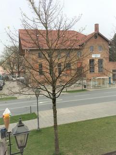 Blick zur Strasse & Gin Brennerei Büroetage in zentraler Lage in Aschheim bei München - Teilung möglich