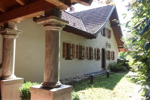 Einer der Einliegerbereiche Wohntraum historisches Schlössel am Ammersee, kernsaniert, auf 5.000 qm uneinsehbarem Grund