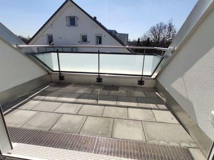 Dachterrasse Erstbezug: Dachterrassenwohnung mit Galerie und exkl. Marken-Einbauküche!