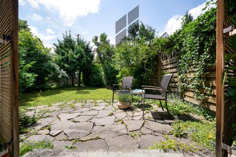 Gartenfeeling Westseite Dieses romantische Reiheneckhaus wird aus dem Dornröschenschlaf erweckt werden - Ein ruhiges Domizil