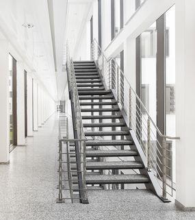 Treppenhaus Repräsentative Immobilie und voll ausgestattete Büros mit Service