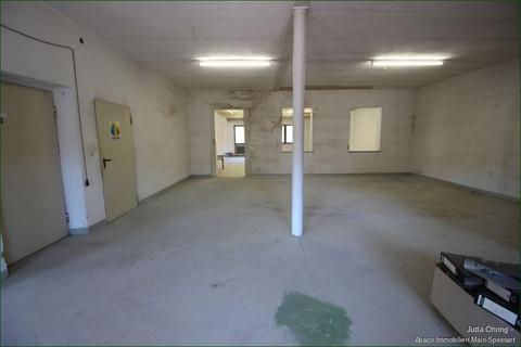 Lager 2. OG - Bereich Aufzug Wohn- und Geschäftshaus mit Laden - und Lagerflächen auf 2 Etagen mit zusätzlichen Garagen!