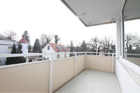 Sonniger uneinsehbarer Süd-Balkon Luxuriös renovierte 1-Zi.-Whg. mit Süd-Balkon und separater Küche mit Fenster in Planegg