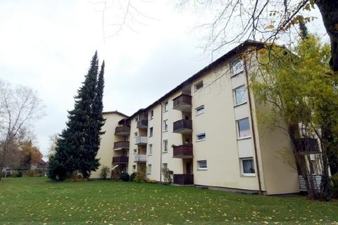 Außenansicht mit viel Grün Aufwändig renovierte, sonnige 2-Zi.-Wohnung mit Westbalkon in ruhiger, zentraler Lage