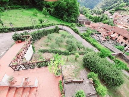 PI0382_mvc-001f.jpg Villa mit grossem Umschwung und Wald
