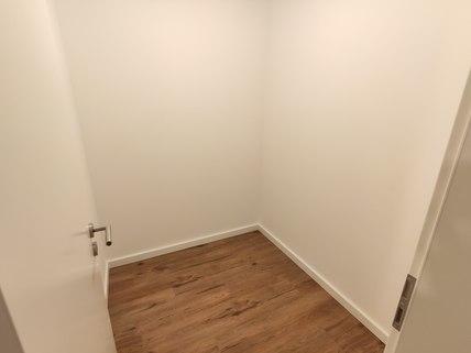 Abstellkammer Erstbezug: Erdgeschosswohnung mit EBK, Hobbyraum und Garten! !