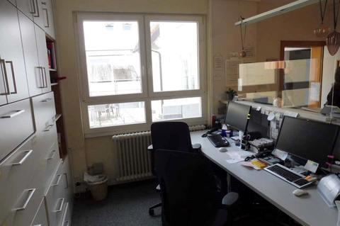 Empfang (1.OG) Helle Praxis- od. Büroräume im Zentrum, 290m² Nutzfl. über 2 Etagen, Dachterrasse, ab 1.1.2022 frei!