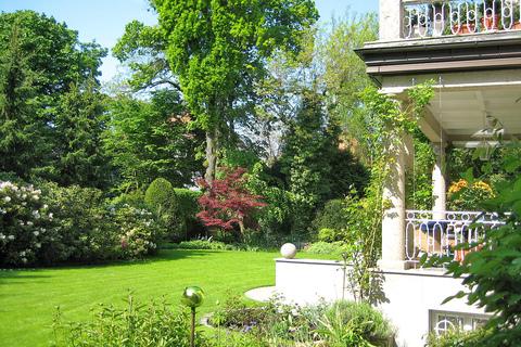 Die Gartenanlagen wurden professionell neu gestaltet und vom Gärtner stetig gepflegt Rarität: Exquisite historische Villa in Toplage