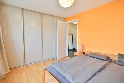 Schlafzimmer zur Diele **Helle und moderne 3 - Zimmer - Wohnung mit sonnigem Balkon zum Wohlfühlen**