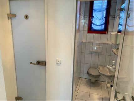 WC-Anlage Bürogebäude Ideale Kombination aus Gewerbe und Wohnen