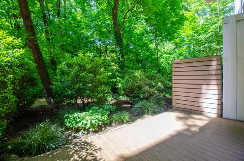 Terrasse und Garten Eisbach-Privatzugang! Exklusive Erdgeschosswohnung über 2 Etagen (EG/UG)