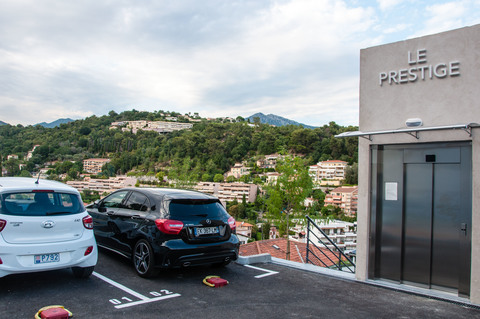 Parkfläche mit Liftzugang Franz Riviera nähe Monaco: Hochwertie neue Penthaus Whg. mit Meerblick zu verkaufen